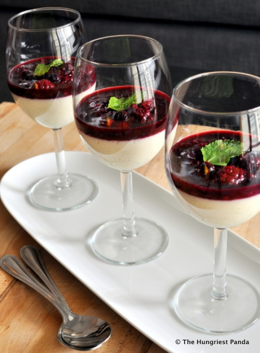 Vanilla Panna Cotta with Mixed Berry Compote3